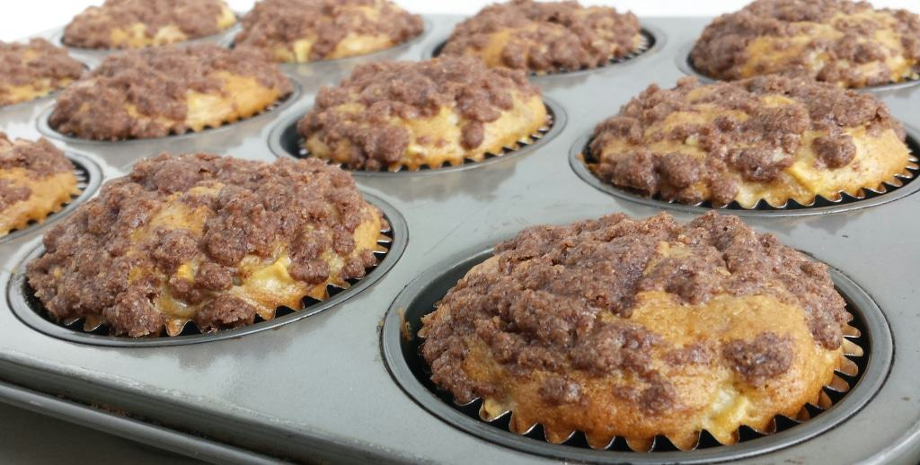 Apple Banana Muffins with Cinnamon Topping