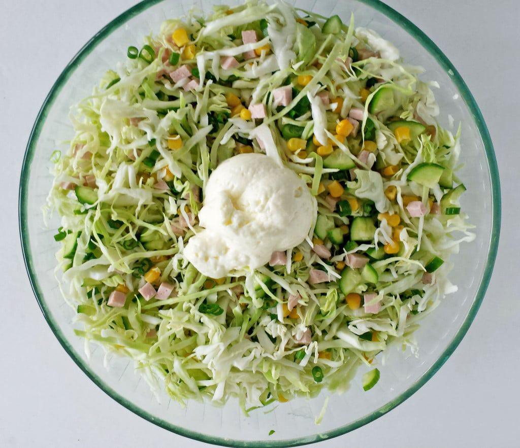 Салат с ветчиной и сыром и огурцами нежность фото рецепт пошаговый