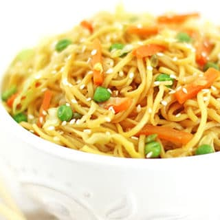 Cabbage, carrots, chinese, Chinese dish, chow mein, dinner, Easy Chow Mein Noodles Recipe, family dinner, fresh green peas, organic soy sauce, quick and easy, vegetables