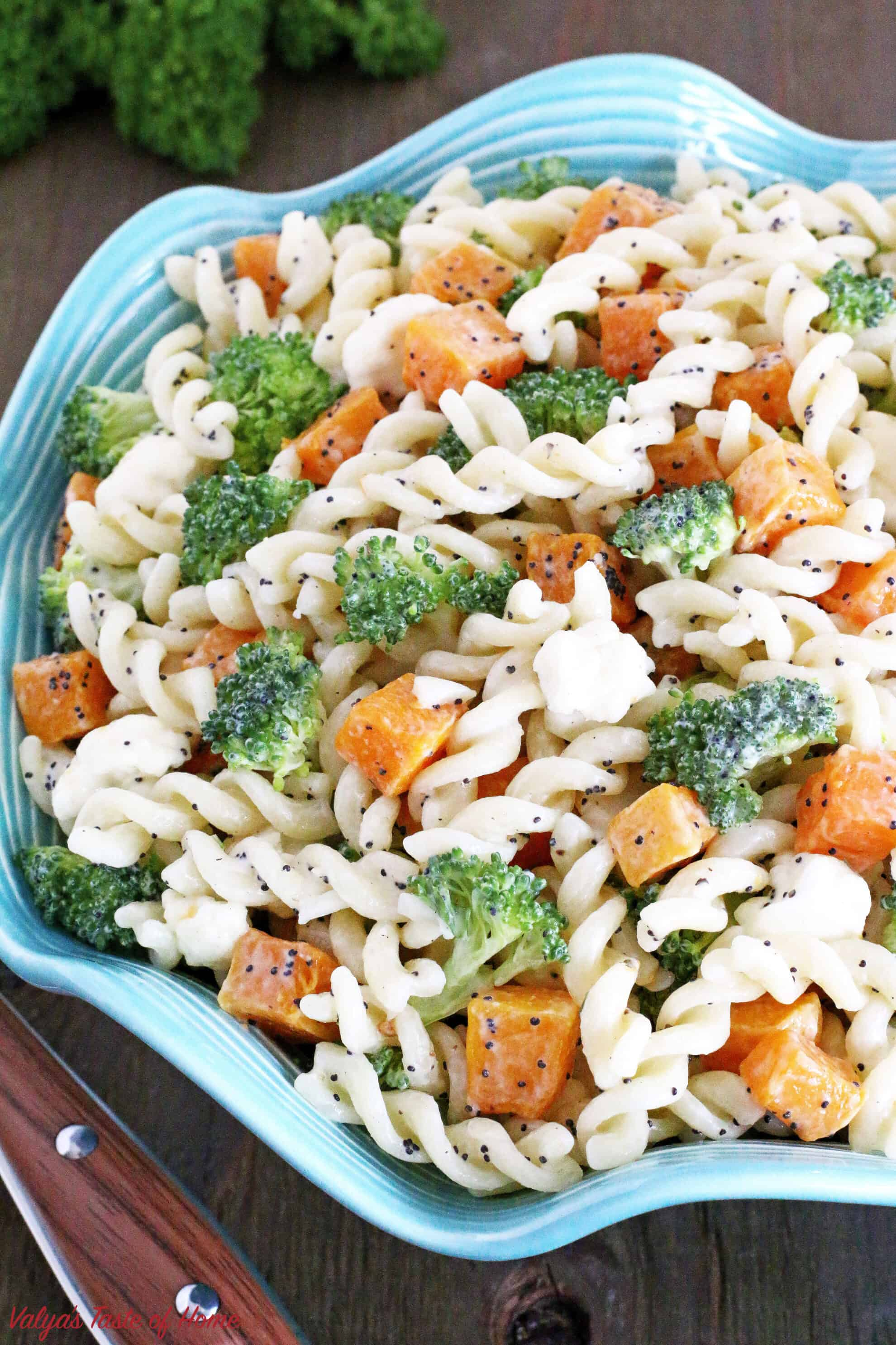 This make ahead, and crowd-pleasing side dish is another gem in a Thanksgiving spread. Or any gathering, really. Organic pasta tossed with fresh broccoli, cauliflower, roasted butternut squash and dressed with homemade ranch makes this salad taste absolutely incredible!
