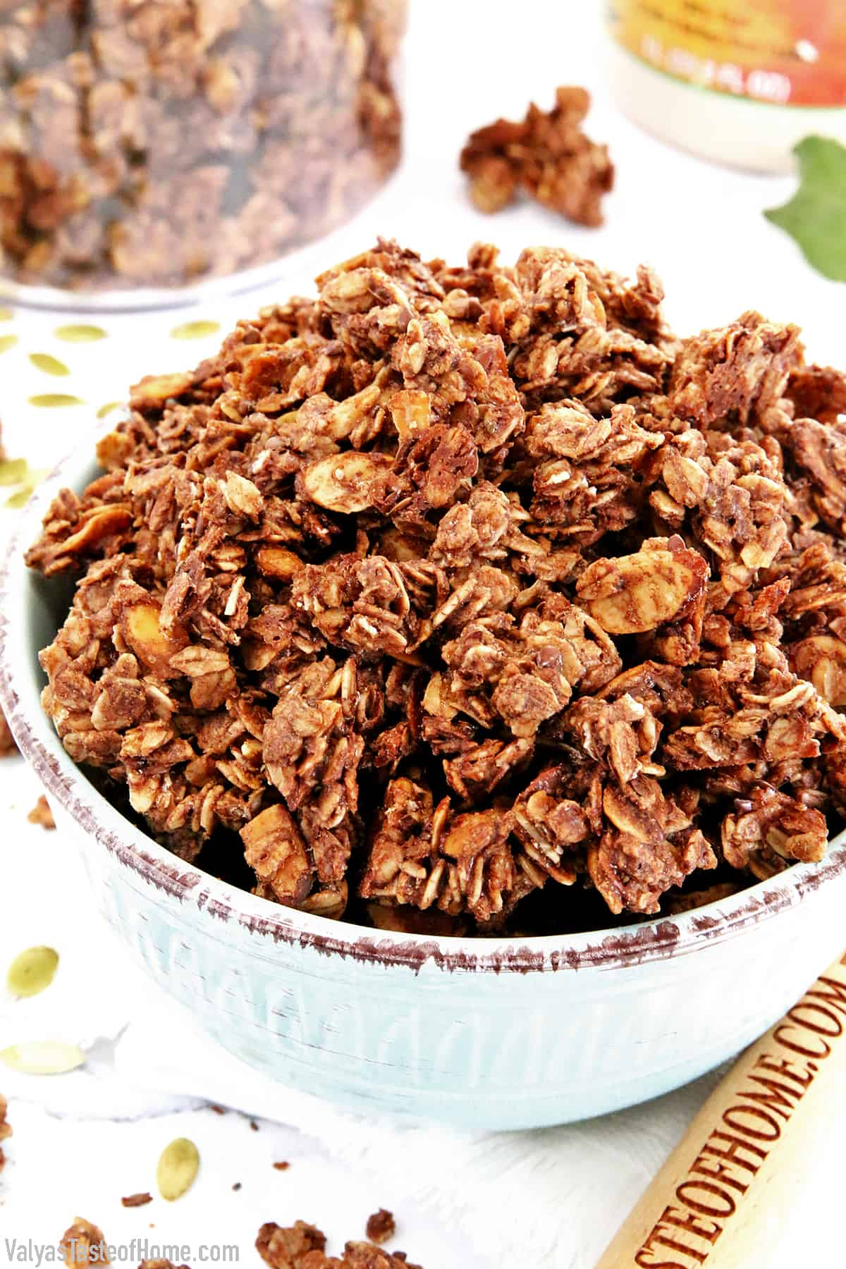 Do you like flavored granola? Are you still buying chocolate granola at the store? Did you know that it is super easy and much healthier to make it yourself at home? And the homemade version is unbeatable. This is The Best Healthy Dark Chocolate Granola Recipe you'll ever try! And also clean, fresh, and healthy.