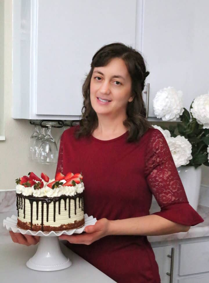 A food blogger, recipe developer, photographer, editor, and author behind Valya's Taste of Home website. Sharing family proven tasty recipes made from scratch with step-by-step photos and videos.